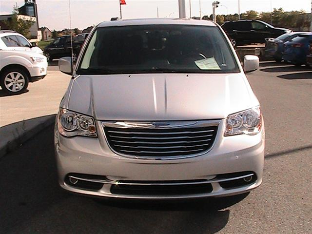 2012 chrysler town and country touring gatineau quebec used car for sale. Black Bedroom Furniture Sets. Home Design Ideas