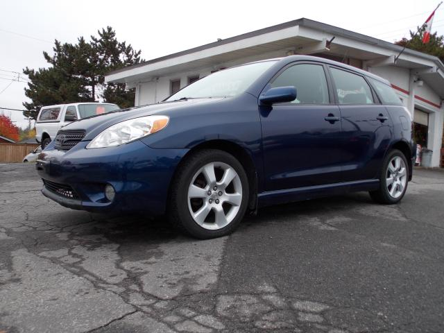 2007 toyota matrix xr with sunroof ottawa ontario used. Black Bedroom Furniture Sets. Home Design Ideas