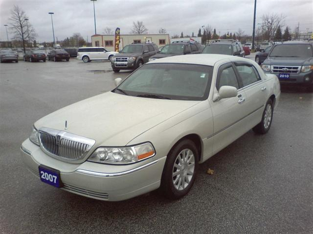 2007 lincoln town car signature windsor ontario used car for sale. Black Bedroom Furniture Sets. Home Design Ideas