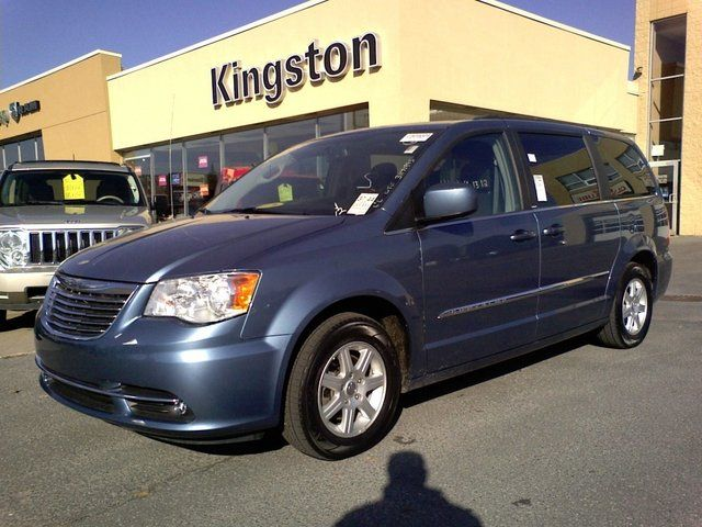 2012 chrysler town and country trg sunroof dvdx2. Black Bedroom Furniture Sets. Home Design Ideas