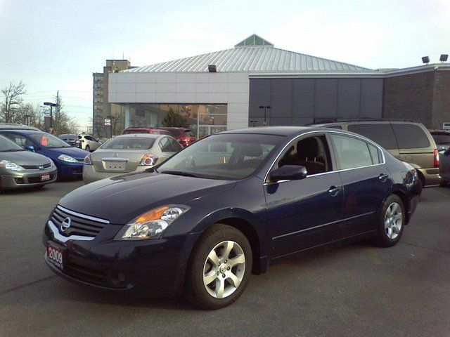 2009 Nissan Altima 2.5 S Sedan in Mississauga, Ontario