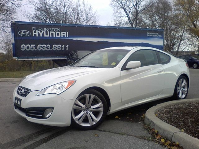 2010 hyundai genesis 2 0t premium coupe burlington ontario used car for sale. Black Bedroom Furniture Sets. Home Design Ideas