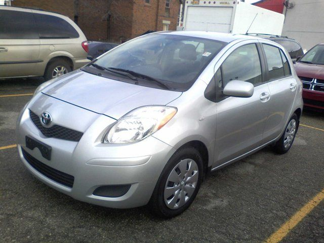 new and used toyota yaris cars for sale in waterloo ontario. Black Bedroom Furniture Sets. Home Design Ideas