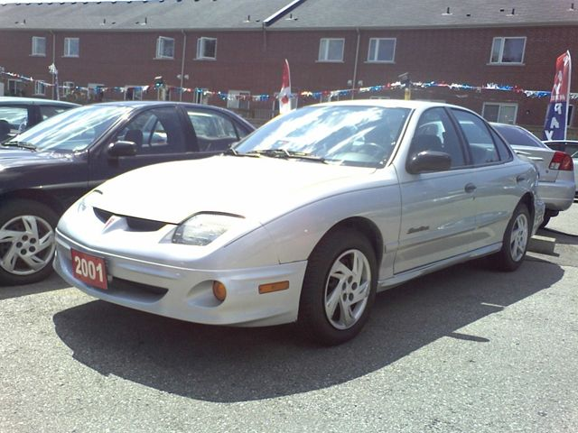 2001 Pontiac Sunfire SE Sedan - Scarborough, Ontario Used Car For Sale