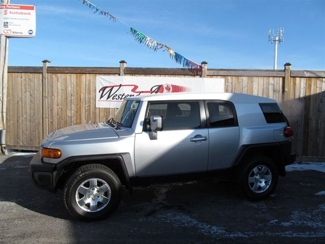 2008 toyota fj cruiser 4x4 ottawa ontario used car for sale. Black Bedroom Furniture Sets. Home Design Ideas