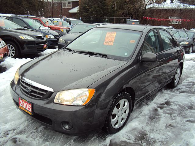 2005 Kia Spectra LX REMOTE STARTER SAFETY AND ETESTED FINANCING AVAILABLE in Ottawa, Ontario