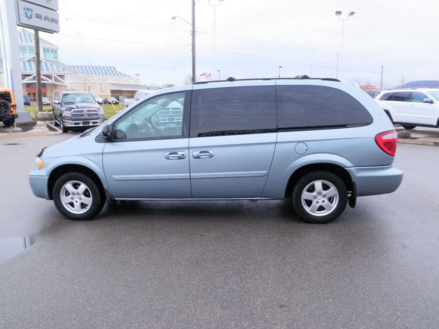 2006 dodge grand caravan sxt with leather grimsby. Black Bedroom Furniture Sets. Home Design Ideas