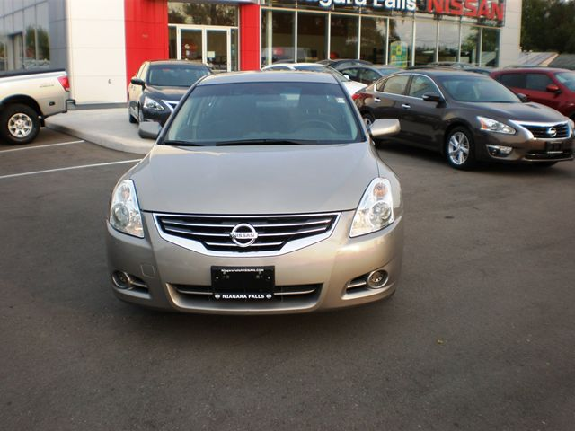 2012 nissan altima 2 5 s niagara falls ontario used car. Black Bedroom Furniture Sets. Home Design Ideas