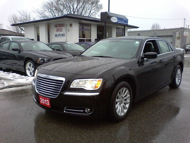 2013 Chrysler 300 Touring With Leather 8.4' touch screen in Mississauga, Ontario