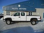 2004 Chevrolet Silverado 2500  2500HD 4X4 EXTENDED CAB in Headingley, Manitoba
