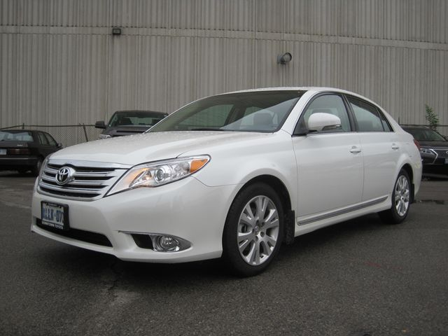 2012 toyota avalon xls demonstrator toronto ontario used car for sale. Black Bedroom Furniture Sets. Home Design Ideas