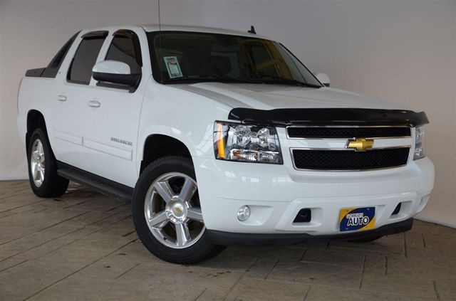 2011 chevrolet avalanche lt 4x4 with leather moonroof 20 inch rims milton ontario used car. Black Bedroom Furniture Sets. Home Design Ideas