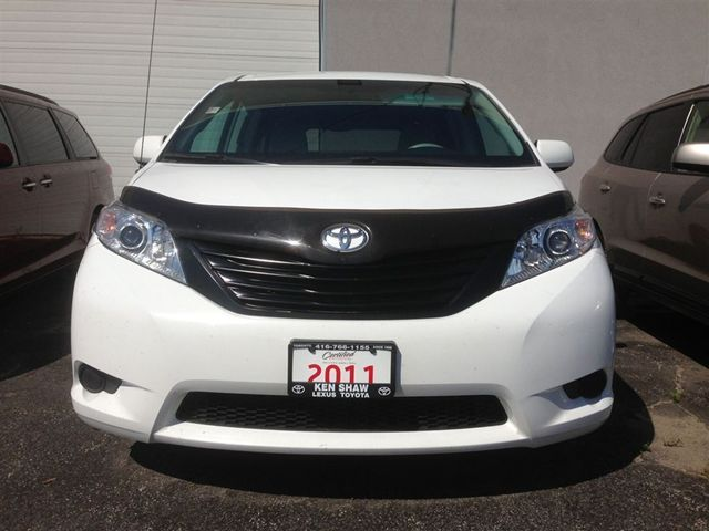 2011 toyota sienna v6 toronto ontario used car for sale. Black Bedroom Furniture Sets. Home Design Ideas