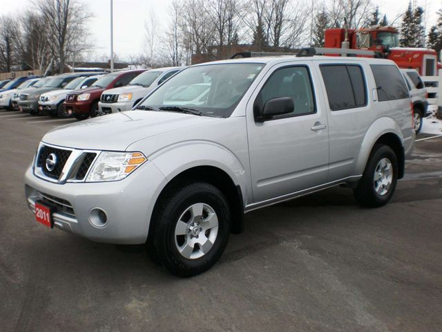 2011 nissan pathfinder s niagara falls ontario used car for sale. Black Bedroom Furniture Sets. Home Design Ideas