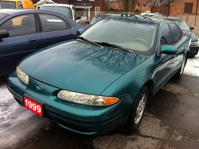 1999 Oldsmobile Alero GL in Scarborough, Ontario