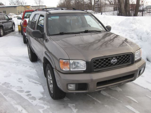 2001 nissan pathfinder se 4x4 auto loaded 12m wrty 2695. Black Bedroom Furniture Sets. Home Design Ideas
