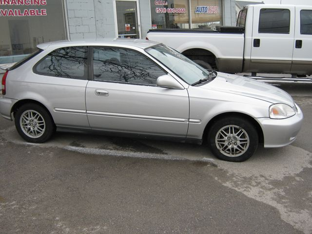 2000 honda civic special edition silver for 3595 in london. Black Bedroom Furniture Sets. Home Design Ideas