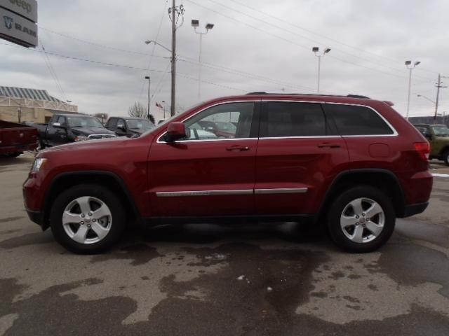 2012 jeep grand cherokee laredo 4x4 with leather grimsby ontario used car for sale. Black Bedroom Furniture Sets. Home Design Ideas