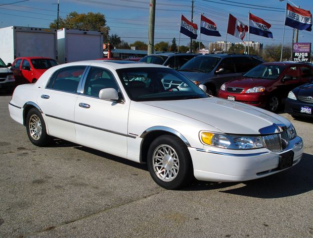 1998 lincoln town car cartier white canpak auto inc for 1998 lincoln town car motor