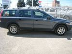 2005 Volvo XC70 2.5T/ AWD/ LEATHER / ONE OWNER / ACCIDENT FREE/ CERTIFIED in Calgary, Alberta