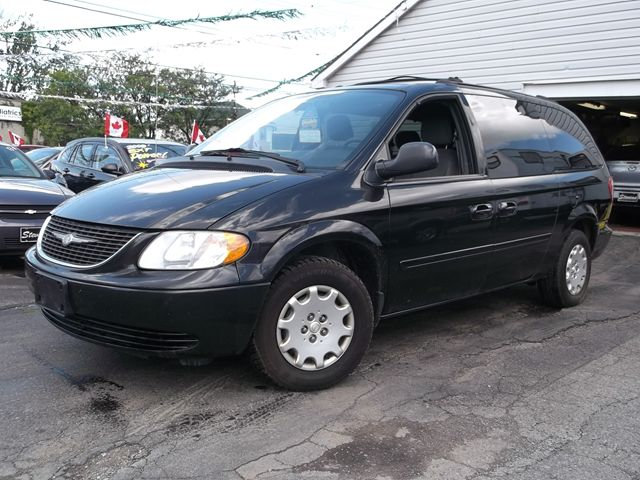 2004 chrysler town and country lx belleville ontario used car for sale. Black Bedroom Furniture Sets. Home Design Ideas