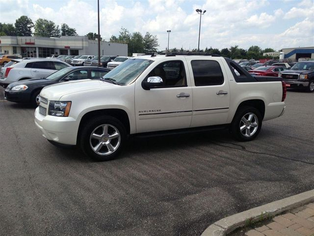 2011 chevrolet avalanche ltz woodstock ontario used car for sale. Black Bedroom Furniture Sets. Home Design Ideas