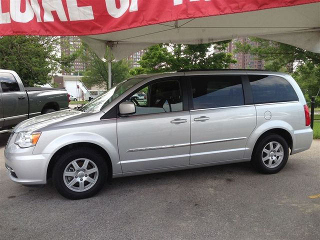 2012 chrysler town and country touring scarborough ontario used car for sale. Black Bedroom Furniture Sets. Home Design Ideas