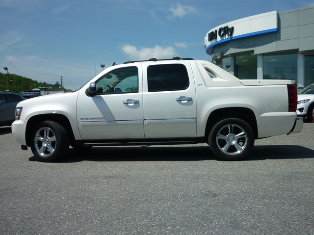 2011 chevrolet avalanche ltz sudbury ontario used car for sale. Black Bedroom Furniture Sets. Home Design Ideas