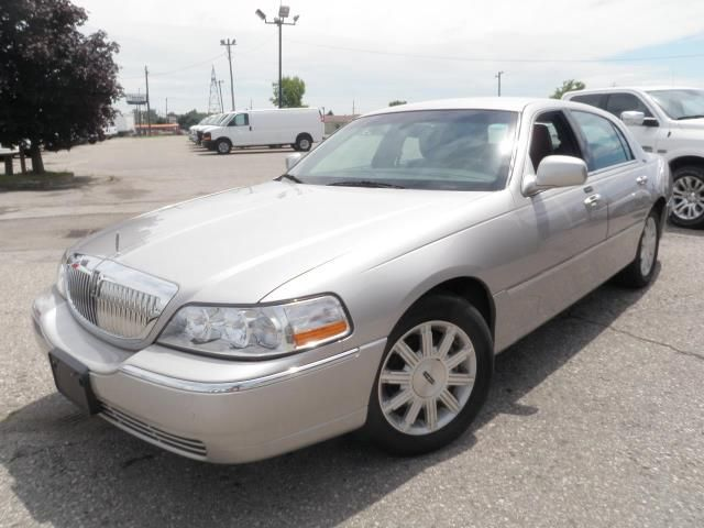 2011 lincoln town car signature limited london ontario used car for sale. Black Bedroom Furniture Sets. Home Design Ideas