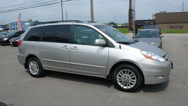 2008 toyota sienna le oakville ontario used car for sale. Black Bedroom Furniture Sets. Home Design Ideas