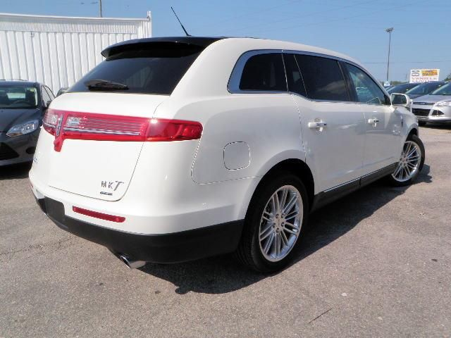 used 2013 lincoln mkt for sale pricing features edmunds autos post. Black Bedroom Furniture Sets. Home Design Ideas