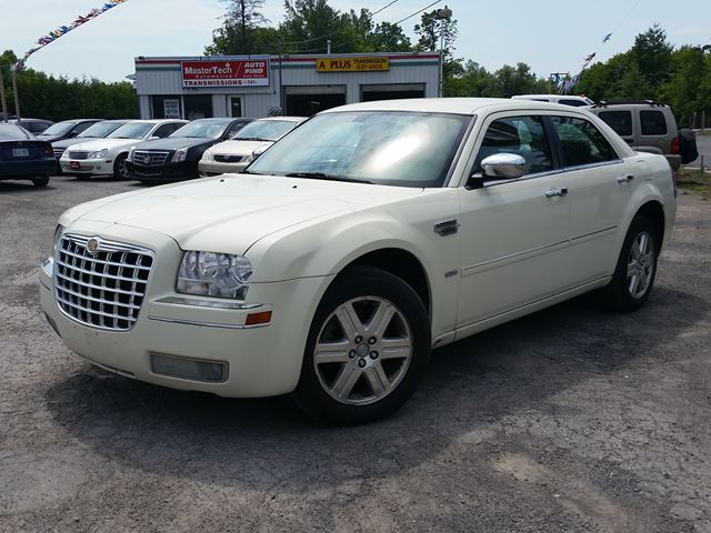 2006 chrysler 300 awd ottawa ontario used car for sale 1303519. Black Bedroom Furniture Sets. Home Design Ideas