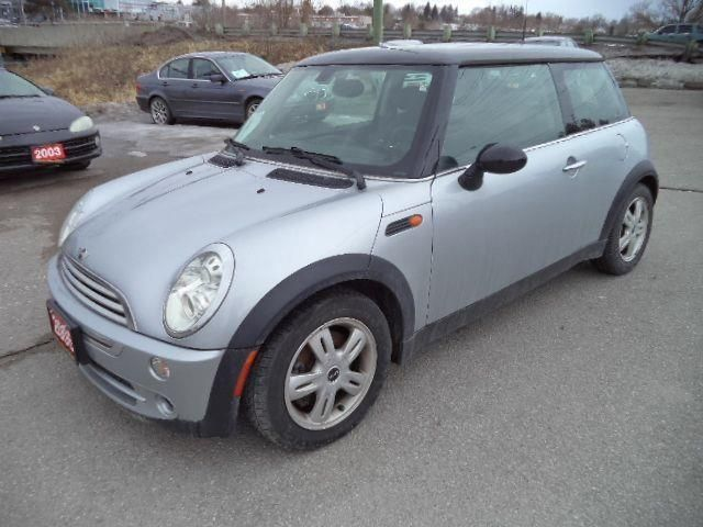 2006 MINI COOPER PANORAMIC SUNROOF in Newmarket, Ontario
