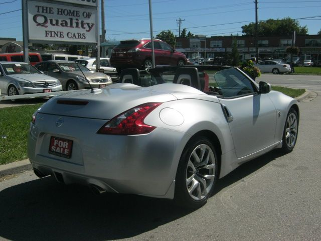2010 nissan 370z roadster convertible scarborough ontario used car for sale 1348206. Black Bedroom Furniture Sets. Home Design Ideas