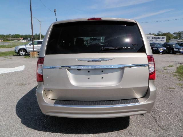 2013 chrysler town and country touring w leather in orillia ontario. Black Bedroom Furniture Sets. Home Design Ideas