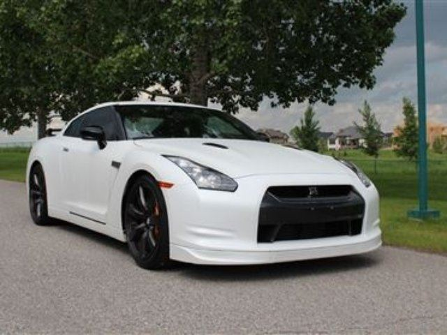 used 2010 nissan gt r matte white calgary. Black Bedroom Furniture Sets. Home Design Ideas