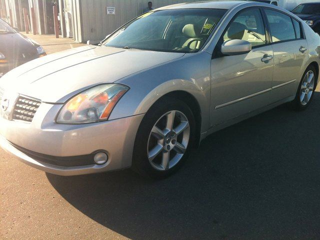2004 nissan maxima se winnipeg manitoba used car for sale 1402198. Black Bedroom Furniture Sets. Home Design Ideas
