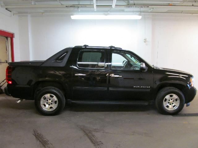 2011 chevrolet avalanche ls dartmouth nova scotia car for sale 1406517. Black Bedroom Furniture Sets. Home Design Ideas