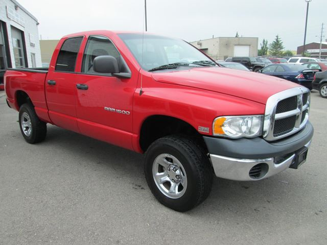 2005 dodge ram 1500 4x4 5 7 hemi guelph ontario used car for sale 1490488. Black Bedroom Furniture Sets. Home Design Ideas