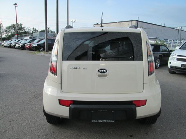 2010 kia soul 4u guelph ontario used car for sale 1490552. Black Bedroom Furniture Sets. Home Design Ideas