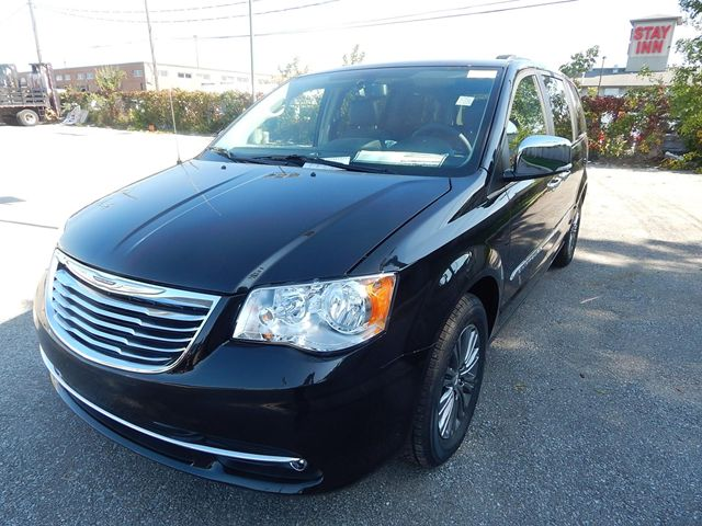 2014 chrysler town and country touring mississauga ontario used car for sale 1492633. Black Bedroom Furniture Sets. Home Design Ideas