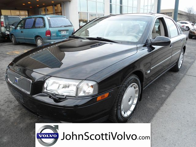 2003 VOLVO S80 2.9L in Montreal, Quebec