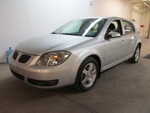 2010 PONTIAC G5 SE in Dartmouth, Nova Scotia