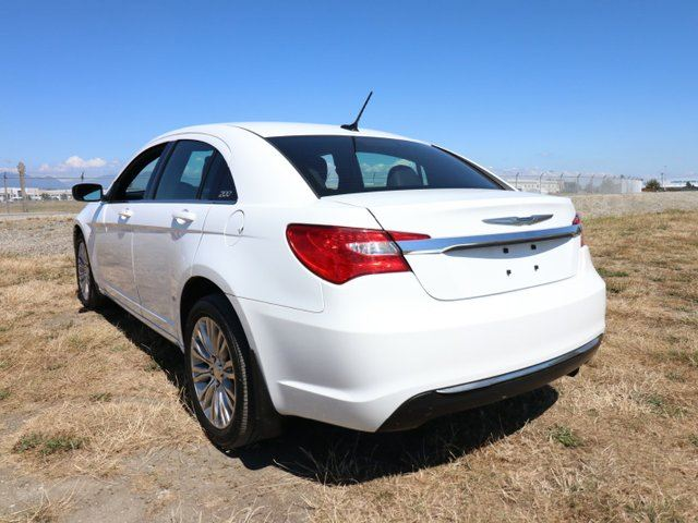 Chrysler Sm on 2013 Chrysler 200 Warranty