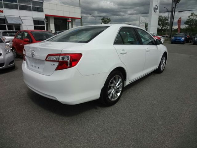2014 toyota camry le laval quebec used car for sale 1534481. Black Bedroom Furniture Sets. Home Design Ideas