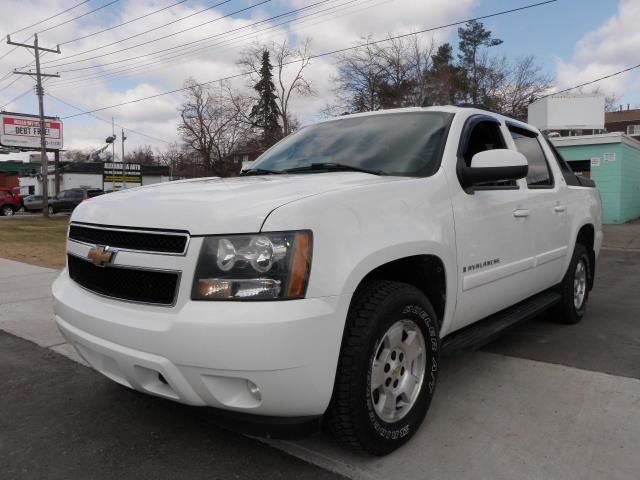 2007 chevrolet avalanche lt leather roof sharp white aaa. Black Bedroom Furniture Sets. Home Design Ideas