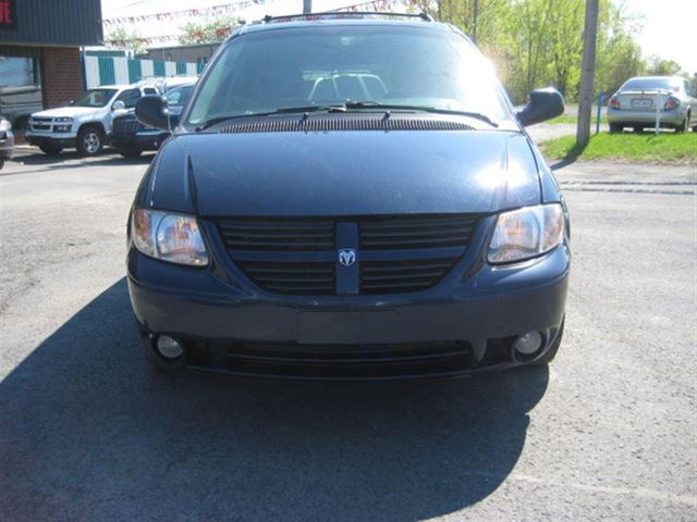 2005 dodge grand caravan sxt financement maison sainte for Automobile financement maison