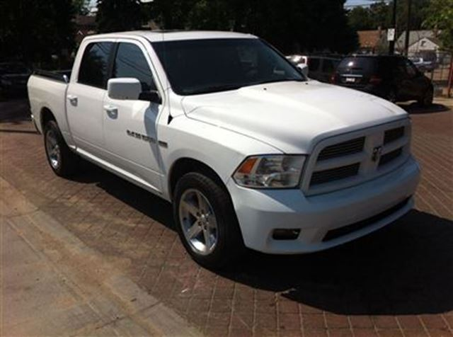 2011 dodge ram 1500 sport 5 7l v8 hemi easy approvals call today white touchdown auto. Black Bedroom Furniture Sets. Home Design Ideas