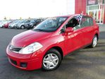 2010 Nissan Versa 1.8S/AIR CLIM/AUT/BAS MILLAGE in Sherbrooke, Quebec