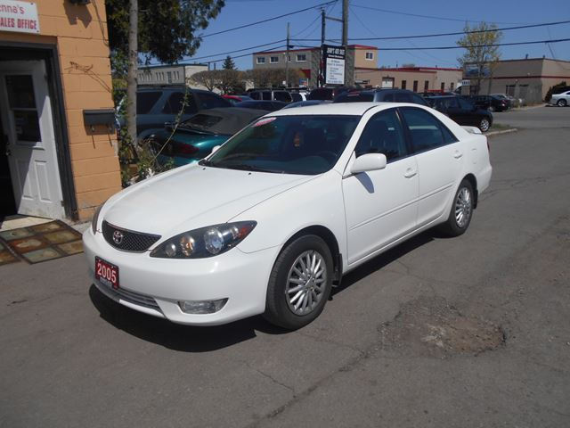 2005 toyota camry ottawa ontario used car for sale 1897600. Black Bedroom Furniture Sets. Home Design Ideas